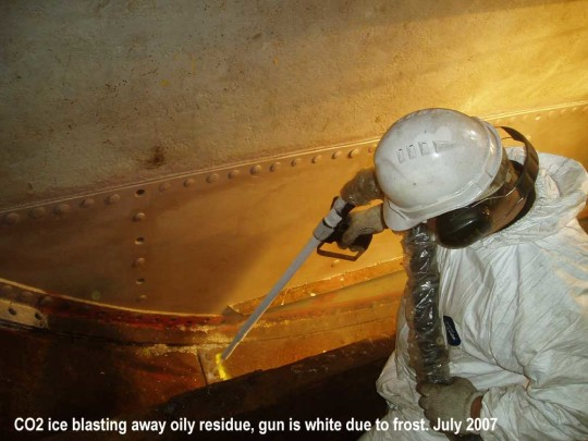 JO-Dry-ice-blasting-away-oily-residues